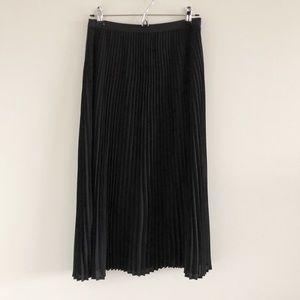 Aritzia Babaton Jude Pleated Black Midi Skirt Med